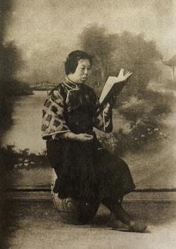 1924年,陈君起在南京.jpg